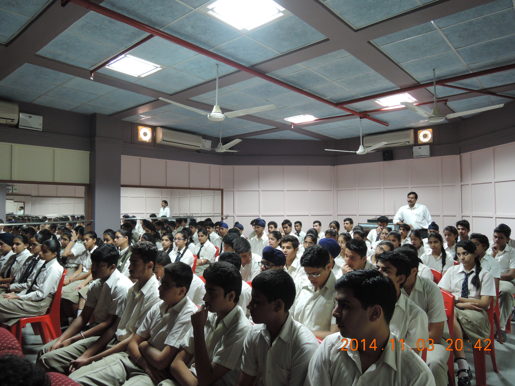 online aptitude test personality assessment expert career students listening to career counselling experts at chandigarh